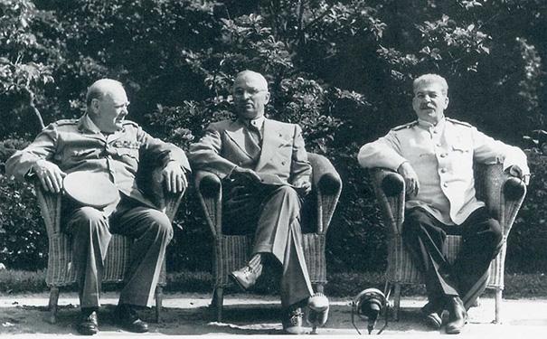 丘吉尔、杜鲁门和斯大林波茨坦会议期间合影