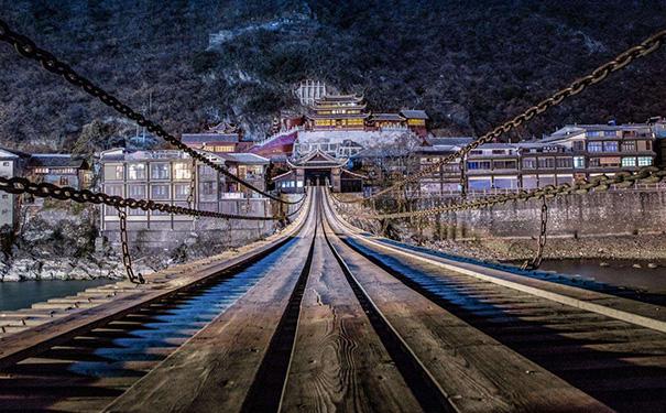 泸定桥夜景